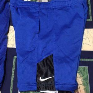 Lot 1 Nike 1 Reebok shorts